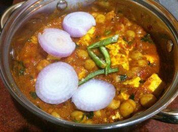 Achaari Paneer Chole Recipe - Plattershare - Recipes, Food Stories And Food Enthusiasts