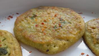Mini Spinach Moong Pancakes - Plattershare - Recipes, Food Stories And Food Enthusiasts