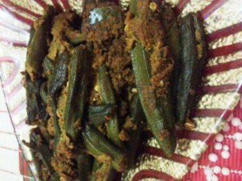 Achari Bhindi (Okra/Ladyfinger) - Plattershare - Recipes, Food Stories And Food Enthusiasts