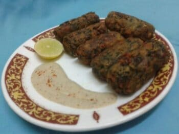 Spinach And Gram Flour Roll - Plattershare - Recipes, Food Stories And Food Enthusiasts