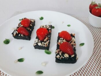 No Bake Chocolate Strawberry Bars Valentines Day - Plattershare - Recipes, Food Stories And Food Enthusiasts
