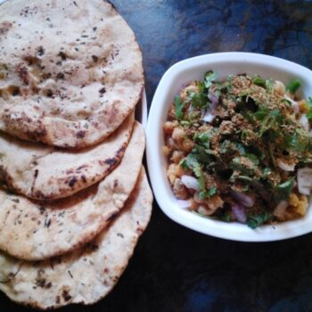 Street Food Chole Kulcha - Plattershare - Recipes, Food Stories And Food Enthusiasts