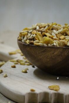 Roasted Cereal Chivda - Plattershare - Recipes, Food Stories And Food Enthusiasts