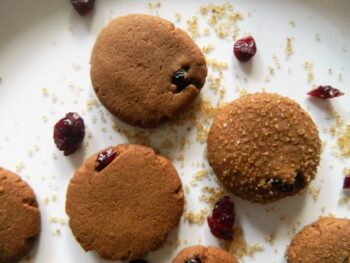 Chocolate Cranberry Snap Cookies - Plattershare - Recipes, Food Stories And Food Enthusiasts