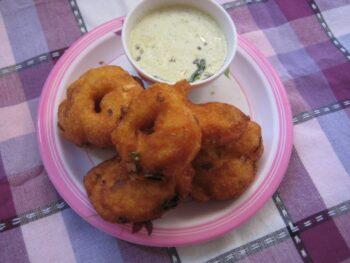 Medu Vada - Plattershare - Recipes, Food Stories And Food Enthusiasts