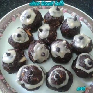 Chocolate Biscuit Balls / Choco Biscuit Balls - Plattershare - Recipes, Food Stories And Food Enthusiasts