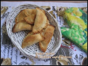 Baked Gujiya - Plattershare - Recipes, Food Stories And Food Enthusiasts