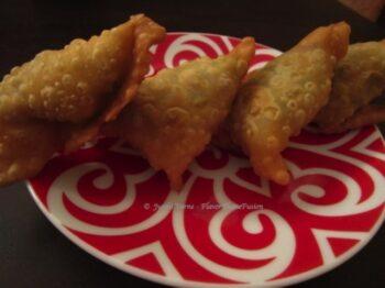 Veg Samosa - Plattershare - Recipes, Food Stories And Food Enthusiasts