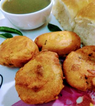 Besandwari Patateji Tikki ( Masala Aloo Mixture Dipped In Chickpea Flour Batter ) - Plattershare - Recipes, Food Stories And Food Enthusiasts