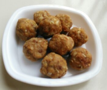 Whole Wheat Laddoo With Edible Gum - Plattershare - Recipes, Food Stories And Food Enthusiasts