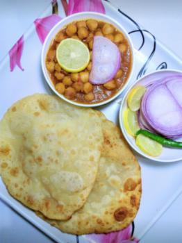 Chole Bhature - Plattershare - Recipes, Food Stories And Food Enthusiasts