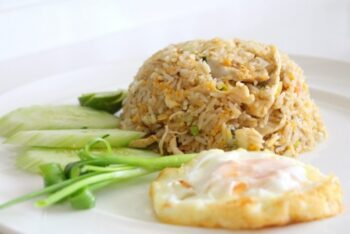 Chinese Style Chicken Fried Rice - Plattershare - Recipes, Food Stories And Food Enthusiasts