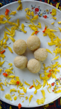 Instant Coconut Ladoos - Plattershare - Recipes, Food Stories And Food Enthusiasts