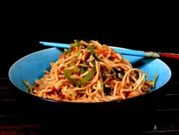 Schezwan Hakka Veg Noodles - Plattershare - Recipes, Food Stories And Food Enthusiasts