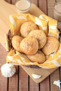 Garlic Tea Time Buns - Plattershare - Recipes, Food Stories And Food Enthusiasts