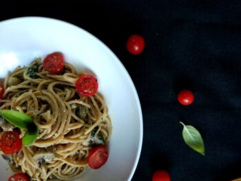 Spinach And Mushroom Whole Wheat Spaghetti Pasta With Ricotta Cheese - Plattershare - Recipes, Food Stories And Food Enthusiasts