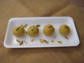 Besan Ladoo - Plattershare - Recipes, Food Stories And Food Enthusiasts