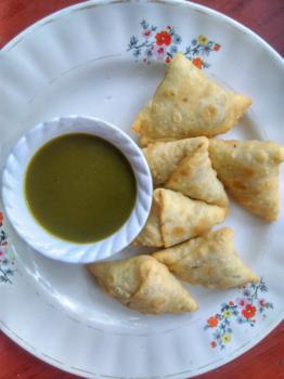 Dal Pakwan Samosas - Plattershare - Recipes, Food Stories And Food Enthusiasts