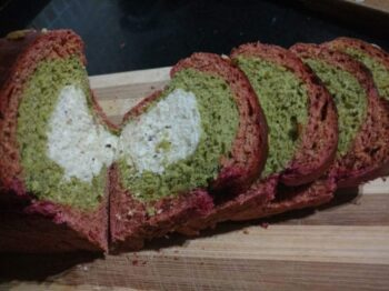Beetroot And Spinach Semolina Bread - Plattershare - Recipes, Food Stories And Food Enthusiasts