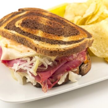 Classic Reuben Sandwich - Plattershare - Recipes, Food Stories And Food Enthusiasts