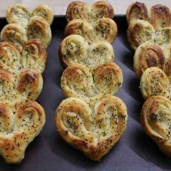 Courgette, Cheddar And Basil Heart Buns - Plattershare - Recipes, Food Stories And Food Enthusiasts