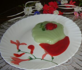 Green Tea Pannacotta With Strawberry Sauce. - Plattershare - Recipes, Food Stories And Food Enthusiasts