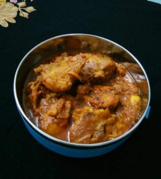 Red Chicken Curry - Plattershare - Recipes, Food Stories And Food Enthusiasts