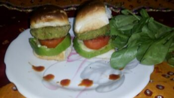Spinach Oats Tikki Burger - Plattershare - Recipes, Food Stories And Food Enthusiasts