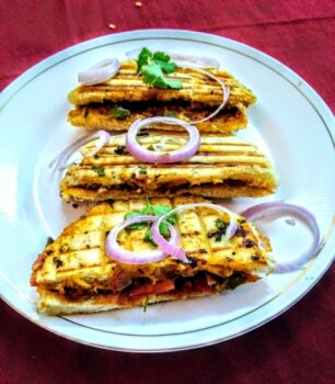 Paneer Stuffed Kulcha Sandwich - Plattershare - Recipes, Food Stories And Food Enthusiasts