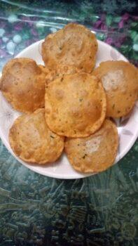 Crispy Tomato Puri - Plattershare - Recipes, Food Stories And Food Enthusiasts
