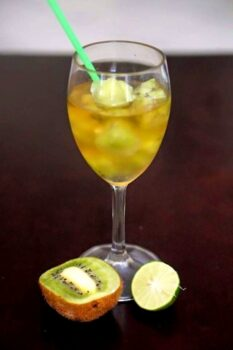 Green Tea Cooler With Kiwi Infused Ice Cubes - Plattershare - Recipes, Food Stories And Food Enthusiasts