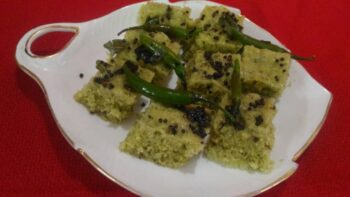 Spinach Oats Dhokla - Plattershare - Recipes, Food Stories And Food Enthusiasts