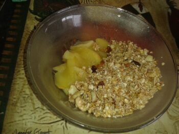 Cinnamon Flavour Apple Crumble - Plattershare - Recipes, Food Stories And Food Enthusiasts