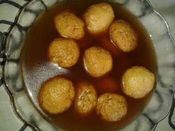 Nolen Gurer Rasgulla - Plattershare - Recipes, Food Stories And Food Enthusiasts