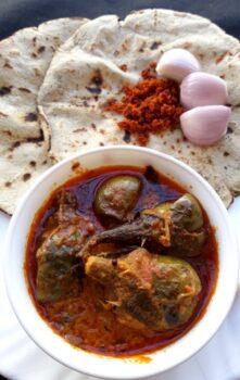 Bharwa Vange Batate Bhaji, Jowari Poli, Lasan Khobre Sukki Chutney - Plattershare - Recipes, Food Stories And Food Enthusiasts