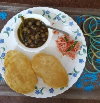Chhole Bhature - Plattershare - Recipes, Food Stories And Food Enthusiasts