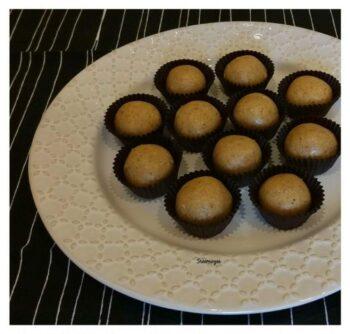 Sunundalu (Urad Dal Laddu) - Plattershare - Recipes, Food Stories And Food Enthusiasts