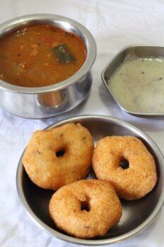 Ulundu Vadai(Medu Vada)With Sambhar - Plattershare - Recipes, Food Stories And Food Enthusiasts