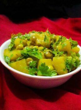 Matar Aloo Sabji - Green Peas Potatoes Sabji - Plattershare - Recipes, Food Stories And Food Enthusiasts