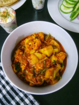 Potato Cauliflower Curry - Plattershare - Recipes, Food Stories And Food Enthusiasts