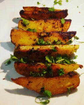 Garlic Potatoes - Lehsooni Aloo - Plattershare - Recipes, Food Stories And Food Enthusiasts