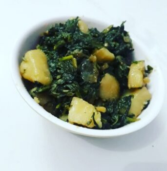 Palak Aloo - Plattershare - Recipes, Food Stories And Food Enthusiasts