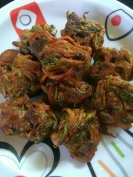 Palak Pakora / Spinach Fritters - Plattershare - Recipes, Food Stories And Food Enthusiasts