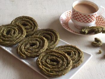 Keerai Murukku / Palak Chakli - Plattershare - Recipes, Food Stories And Food Enthusiasts