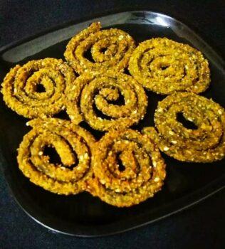 Spinach Fenugreek Murukku - Plattershare - Recipes, Food Stories And Food Enthusiasts