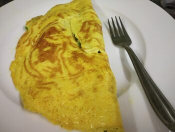 Keto Cheesy Capsicum Egg Omelette - Plattershare - Recipes, Food Stories And Food Enthusiasts