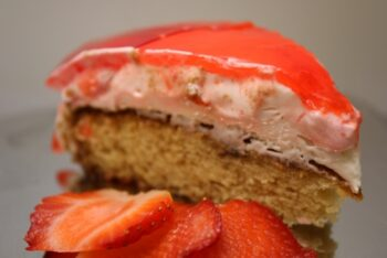Strawberry Mousse Cake - Plattershare - Recipes, Food Stories And Food Enthusiasts