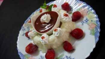 Vanilla Mouse With Strawberry And Strawberry Sauce - Plattershare - Recipes, Food Stories And Food Enthusiasts