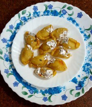 Baby Gunjhiya - Plattershare - Recipes, Food Stories And Food Enthusiasts