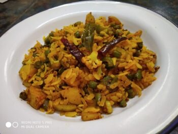 Poha With Green Veggies - Plattershare - Recipes, Food Stories And Food Enthusiasts